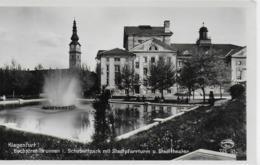 AK 0080  Klagenfurt - Hochstrahlbrunnen Im Schubertpark Mit Stadtpfarrturm Und Stadttheater Um 1950 - Klagenfurt