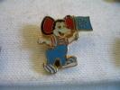 Pin's MICKEY MOUSE, Embleme Du Park D'attraction Europa Park à RUST En Allemagne - Unclassified