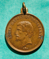 """Jeton En Bronze Avec Belière """"Louis Napoléon Bonaparte / Fête Du 15 Août 1852"""" - Royal / Of Nobility"""