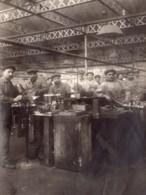 France Lyon Ouvriers Fabrication Moteurs Aviation Le Rhone Ancienne Photo 1915 - Aviation