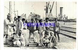 103367 ASIA PAKISTAN PORT OF KARACHI & RAILROAD YEAR 1948 PHOTO NO POSTAL POSTCARD - Pakistan