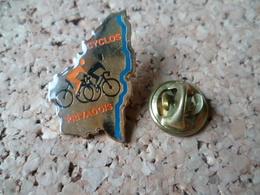 PIN'S   CYCLO PRIVADOIS  VELO CYCLISME  PRIVAS ARDECHE - Cyclisme