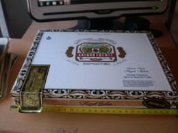 Arturo Fuente Hand Made In Dominican Republic Tabaclara Y Compania A Fuente  Royal Salute Big - Boites à Tabac Vides