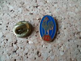 PIN'S     FFR  FEDERATION FRANCAISE DE RUGBY  COQ  ARCAPEA PARIS - Rugby