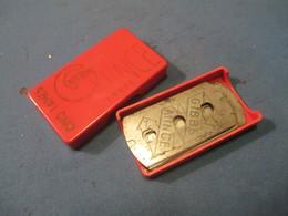 Lames De Rasoir Anciennes/GIBBS Mince /Boite Plastique/Fabrication Française/Sans Morfil/(2 Lames)/Vers1920-50   PARF119 - Razor Blades