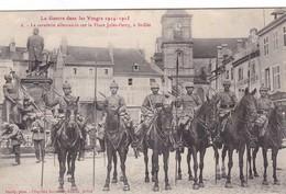 LA GUERRE DANS LES VOSGES ,, ST - DIE ,,,,LA CAVALERIE ALLEMANDE  SUR LA PLACE  JULES  FERRY - Weltkrieg 1914-18
