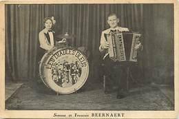 Themes Div- Ref Y689- Spectacle - Musique Et Musiciens - Accordeon Et Batterie - Simone Et Francois Beernaert - - Musique Et Musiciens
