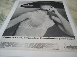 ANCIENNE PUBLICITE  SOUS VETEMENT COMPLIMRNT DE  TRIUMPH 1968 - Habits & Linge D'époque