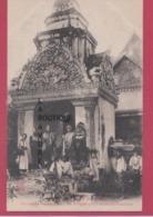 EX-CAMBODGE----SIEM-REAP---Bonze Se Rendant Dans Les Villages Pour Recueillir L'aumone--animé - Cambodia