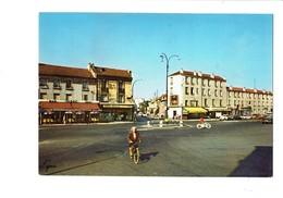 Cpm - 95 - Bezons - La Place Du Grand Cerf - Animation Femme Vélo Bicyclette Produits Damoy Bar PMU LEVIS - Bezons