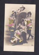 Jolie Carte Pin Up Jeune Femme Femmes Habillées En Guepes Guepiere Rayee Bas Chapeau Mode Deguisement - Pin-Ups