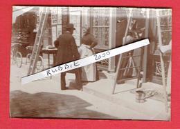 PHOTOGRAPHIE ORIGINALE MERE POULARD DEVANT SON HOTEL VERS 1890 1900 ANNE BOUTIAUT 1851 NEVERS 1931 MONT SAINT MICHEL - Célébrités