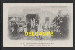 DD / MAROC / OUDJA / MILITARIA / OCCUPATION FRANÇAISE ( AVRIL 1907 ) / DÉFILÉ DES ZOUAVES DANS LES RUES DE LA VILLE - Other