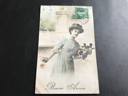BONNE ANNEE Femme Au Bouquet - 1911 Timbrée - Silhouettes