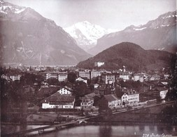 VERS 1880 - TRES RARE - GRANDE PHOTO ALBUMINE MONTEE ** SUISSE INTERLAKEN JUNGFRAU  - Verso Photo GIESBACH CASCADE - Photos