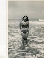 GIRL WOMAN MUJER BEACH PLAYA OLD FASHION TRAJE DE BAÑO MAILLOTS SWIMSUITS BIKINI CIRCA 1950  PHOTO FOTO -LILHU - Pin-Ups