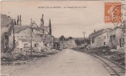 Meuse :  BRIEULLES  Sur  MEUSE : La  Grande  Rue  En  Ruine - Frankreich