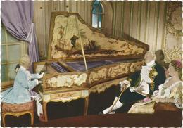 V2884 Musèe Grevin - Mozart à La Cour De France Louis XV Et La Marquise De Pompadour / Non Viaggiata - Musei