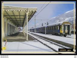 31  LUCHON    ...  La Gare Interieure Avec Train Sous La Neige - Luchon