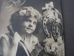 Mädchen , Girl ..Foto  Neujahr 1910 - Abbildungen
