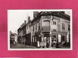 45 Loiret, Courtenay, Rue De Villeneuve, Animée, Commerce, Librairie, Carte/photo,  (HIC) - Courtenay