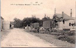 10 LA VENDUE MIGNOT - La Grane Rue (gitans) (pli à Gauche) - France