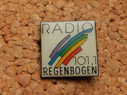 Pin's -   RADIO 101.1 REGENBOGEN - Medias