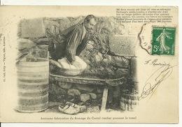 15 - ANCIENNE FABRICATION DU FROMAGE DU CANTAL / VACHER PRESSANT LA TOME - Otros Municipios