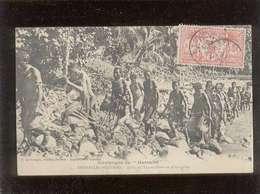 Nouvelles Hébrides Tribu De Tanna Allant Au Pilou-pilou édit. G. De Béchade N° 1 Timbre Stamp - Postcards