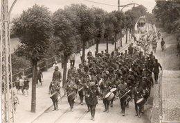 88Sv  Photo 12eme RAB R.A.B.  Neustadt Speyerdorf Défilé Pendant Les Fêtes Aout 1922 Tramway - Regimente