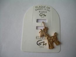 PENDENTIF En PLAQUE OR, Bijou C N Paris..GIRAFE....2 Scans - Hangers