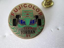 PIN'S   TEAM  JORDAN   FUJICOLOR - F1
