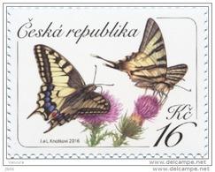 2016  Papillon Butinant Une Fleur / Butterfly And Flower - Tchéquie