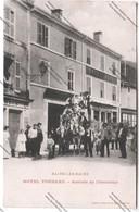 Belle CPA Animée BAINS LES BAINS (88) : Hôtel TONNEAU - Arrivée De L'Omnibus (Hôtel BOYON, Voitures De Promenade) - Bains Les Bains