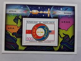 HAUTE VOLTA, Coopération Spatiale USA - URSS, Space Apollo Soyouz , Bloc Feuillet , 500f Neuf ** MNH , TTB - Space