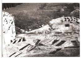 (13) Environs D'arles L'abbaye De Montmajour - Tombes Creusees Dans Le Roc - Arles