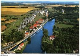 Les Rochers Du Saussois Dominant L'Yonne. - France