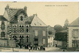85 - POIRE SUR VIE - Un Coin De La Place. - Poiré-sur-Vie