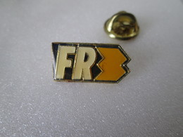 PIN'S  F R 3 - Medias