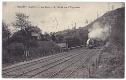 REGNY (42) – La Gare. Arrivée De L'Express. Train. Cachet Convoyeur Lyon à Roanne. Librairie Jeanne D'Arc, Régny. - Autres Communes