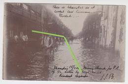 VO 006 /  CHINE  /  SHANGHAI  /  Carte Photo  Inondation 1906   ( Timbre HONG-KONG ) - China