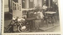 Ancienne Photo D'une Moto Ancienne - Automobiles