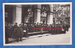 CPA Photo - PARIS , Quartier à Situer - Cérémonie à Identifier - Portrait De Notable , Policier - Photographe E. Fossey - France