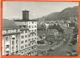 NORGE 046, * BERGEN * NEDRE TORGET * MARKET DAY * LORRIES, CARS  And PEOPLE * SENT With STAMP - Norway