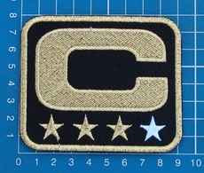 CAPTAIN C PATCH NFL FOOTBALL SUPERBOWL BLACK AND GOLD 3 STAR GOLD PATCH EMBROIDERED - Habillement, Souvenirs & Autres