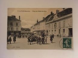 La Ferte Gaucher - Place De L'Hotel De Ville - La Ferte Gaucher
