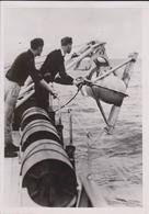 DIE OTTER WIRD AUSGEBRACHT MINENSUCHBOOT FOTO DE PRESSE WW2 WWII WORLD WAR 2 WELTKRIEG Aleman Deutchland - Barcos