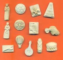 Lot De 13 Feves Ancienne Biscuits Porcelaine Diverses - Olds