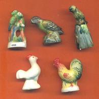 Lot De 5 Feves Porcelaine Animaux Dont Perroquets , Poules - Animals