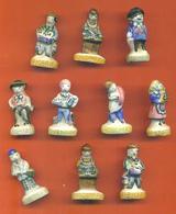 Lot De 10 Feves Porcelaine Sur Les Métiers Du Village Dont 1 Double - Characters